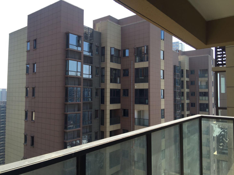 联泰万泰城 毛坯四房 次高层 南北通透 看房有钥匙!
