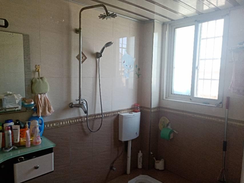 步红花园 3室2厅138.38㎡