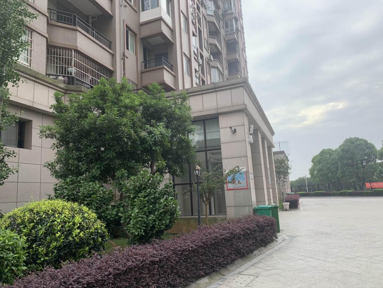 东方国际公寓 3室2厅141㎡