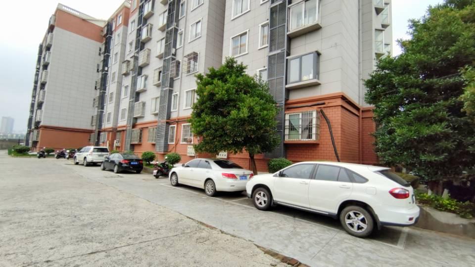 2房可改三房 客厅多达40来平米 更主要安静舒适