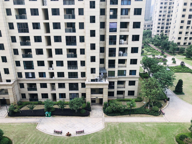 庐山国际最优质的一套三分 小区中央 发财的楼层