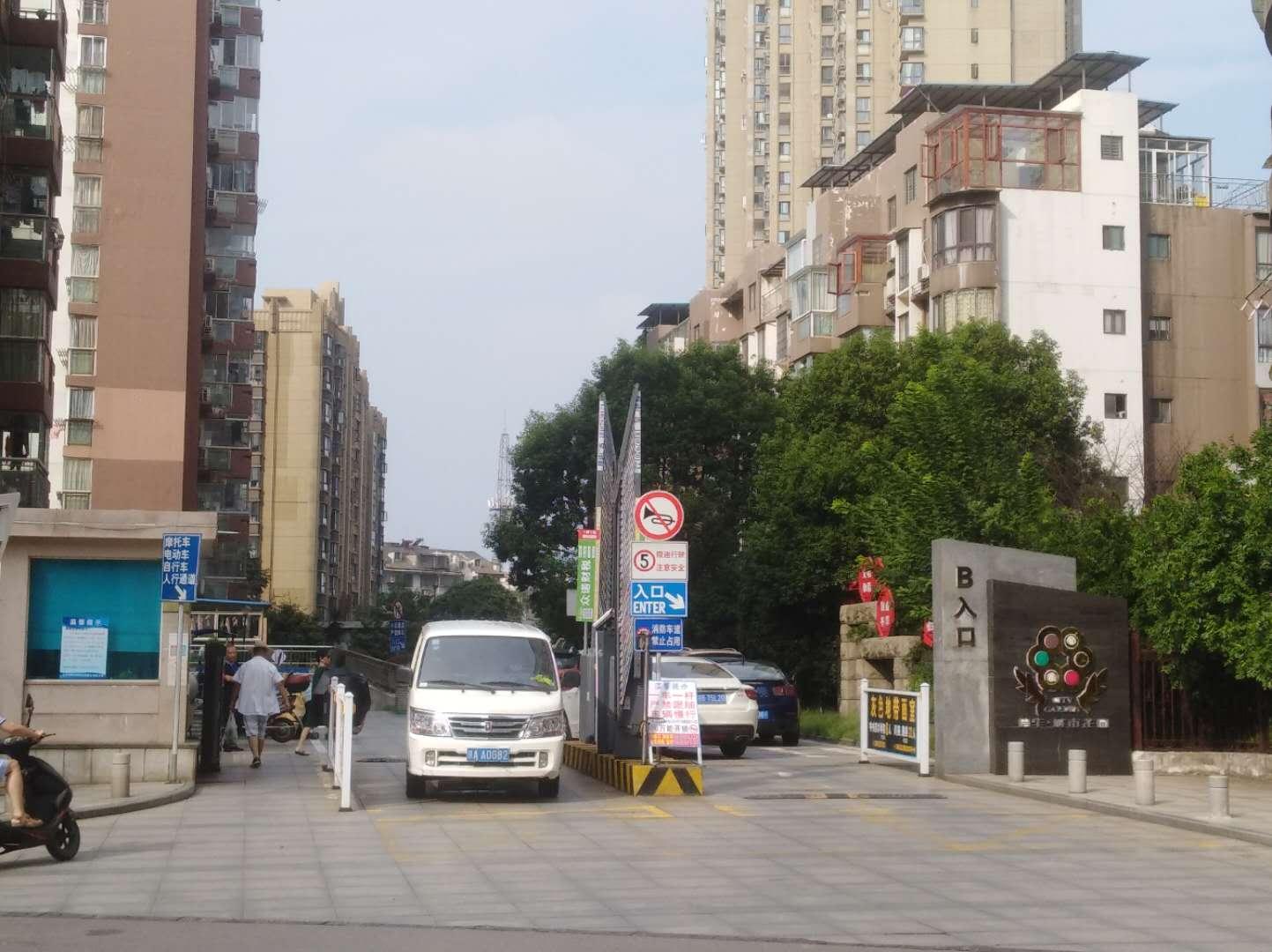 信华城市花园一期的实景图
