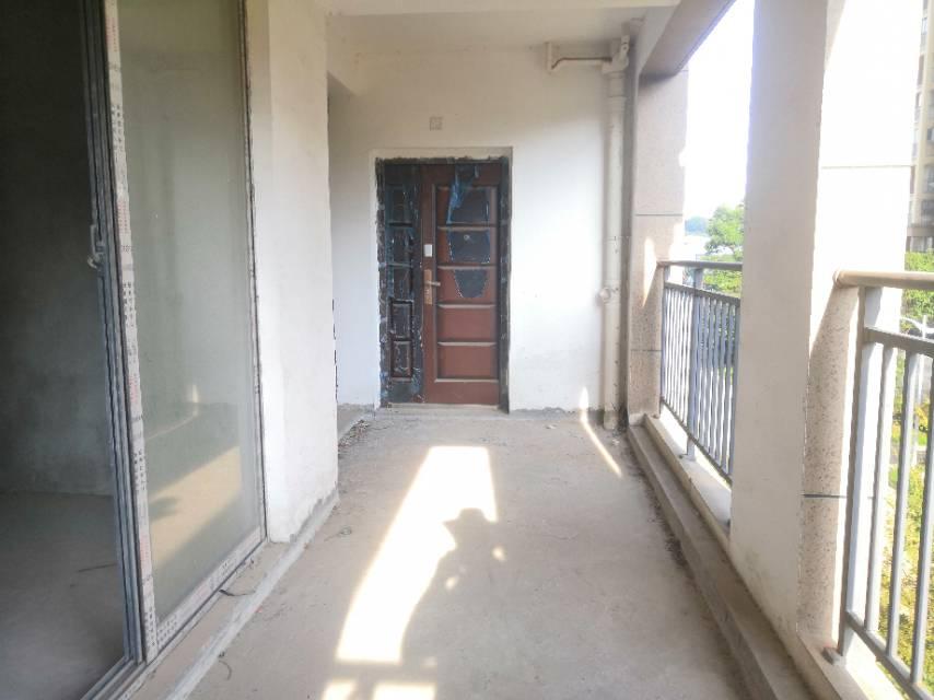 正规毛坯4房,通透户型,西边户。阳光无遮挡。