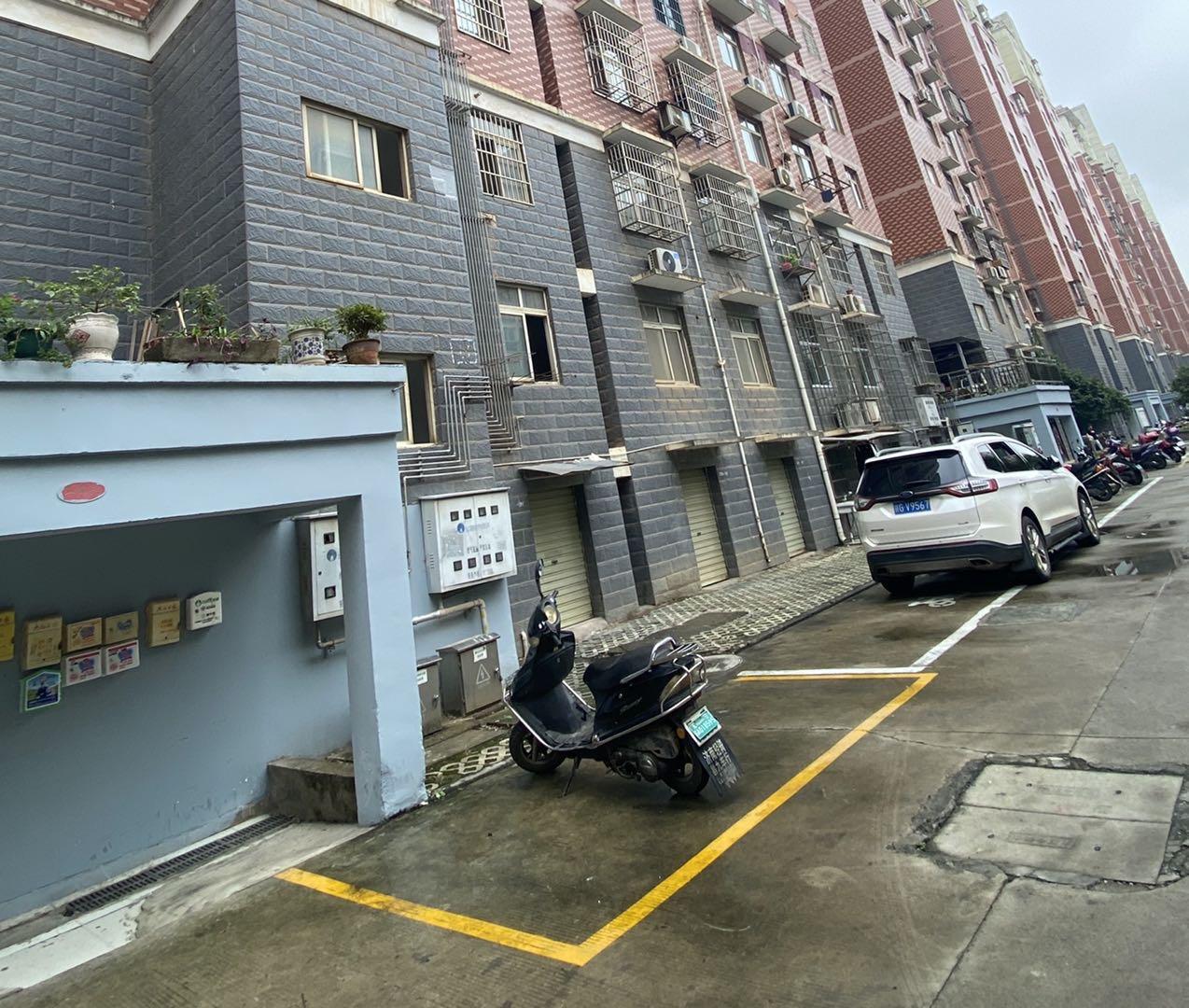 九江万达商场旁边总价40多万的房子 精装 稍微整改下能够拎包入住
