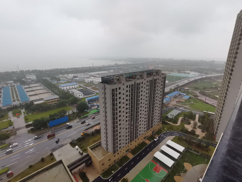 竞技宝中骏雍景湾旁 沿寻安置小区一线湖景房