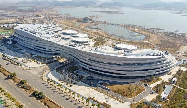鄱阳湖生态科技城地标建筑科创中心建成完工!春节后陆续投入运营