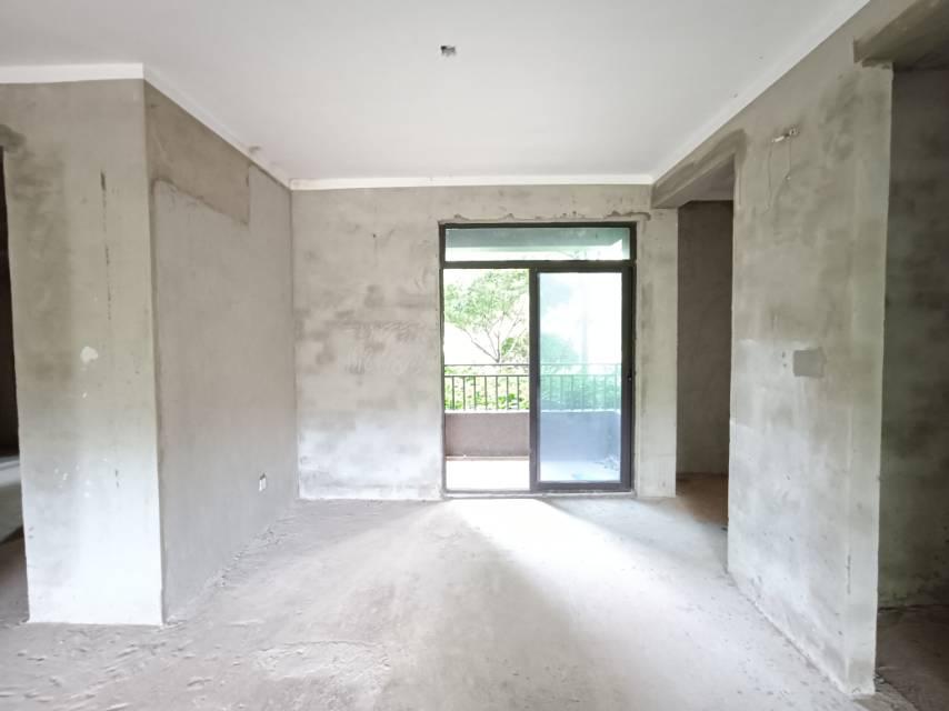 房子在卖,看房方便,有钥匙,小区环境好。