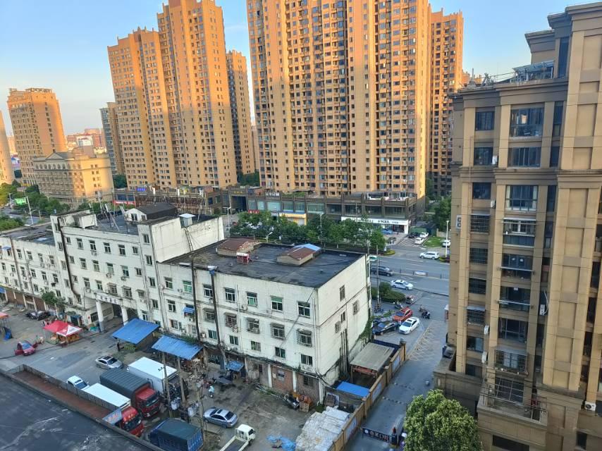 双语商圈恒大商场旁大三房楼层好看房方便