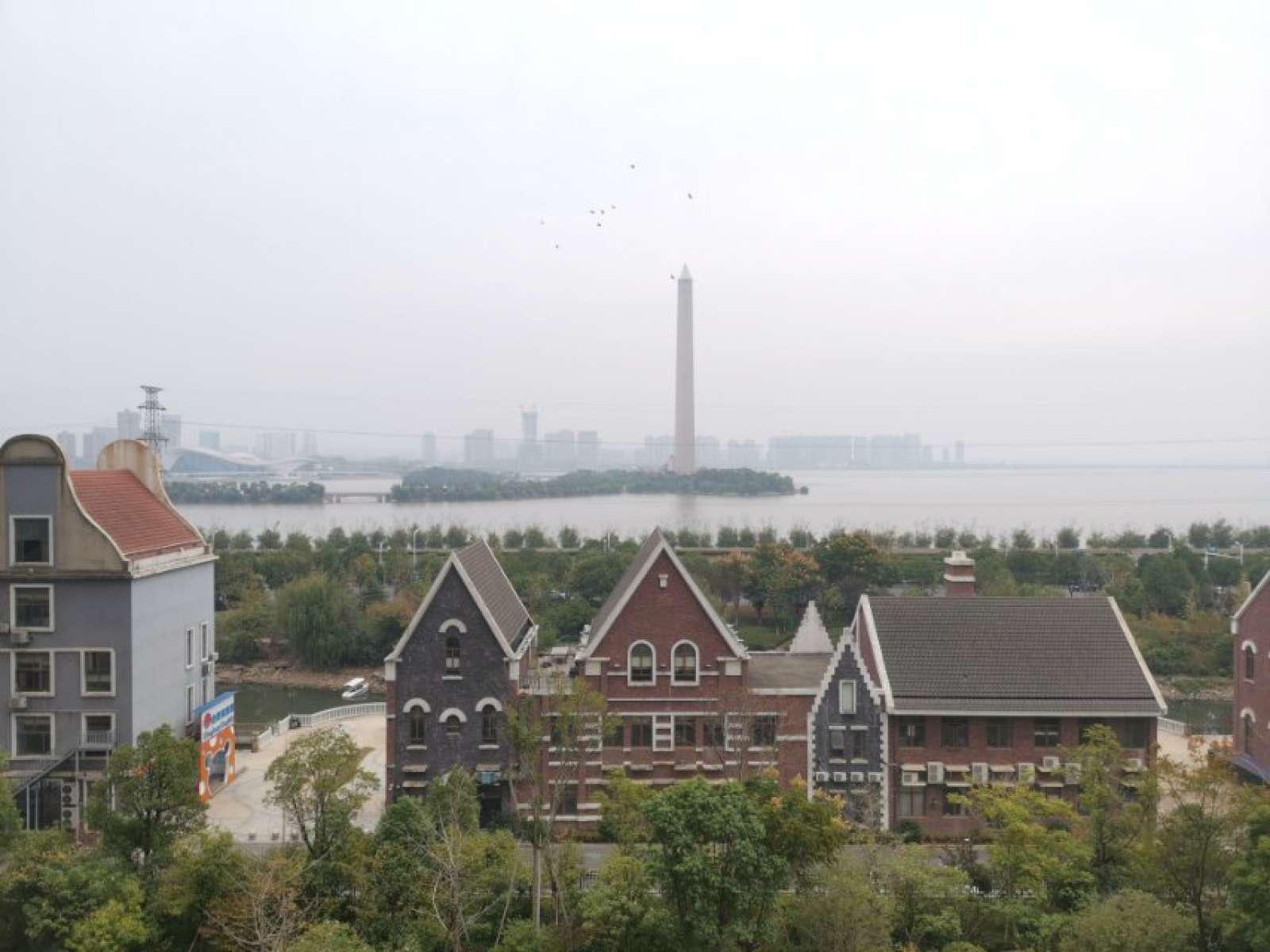 一线湖景房 富和小区  开发区政府集资房 双语学区 恒大商圈