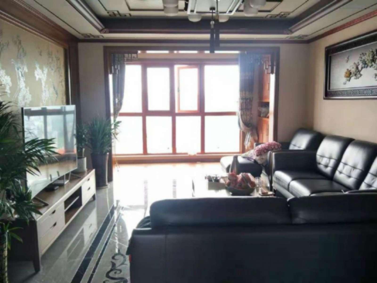 阳光国际 3室2厅122㎡