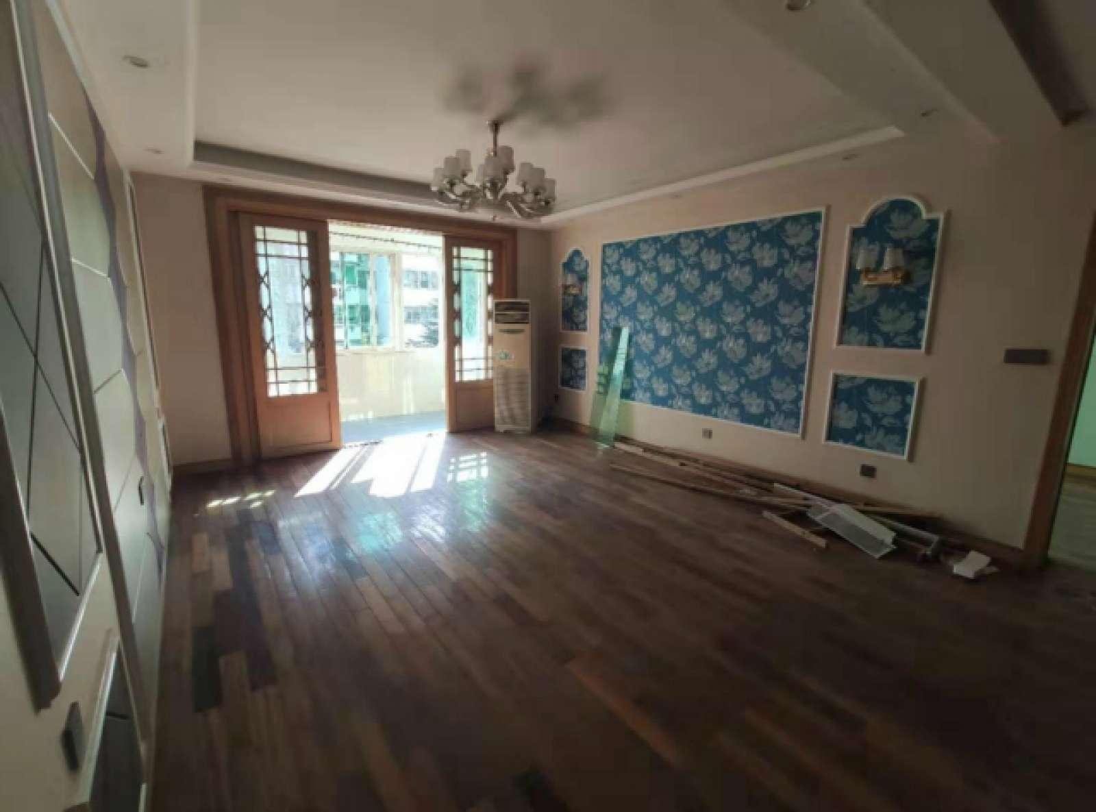 庐峰小区西区 3室2厅135㎡