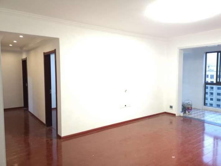 庐山国际 装修3房  中间楼层  户型方正实用 看房随时