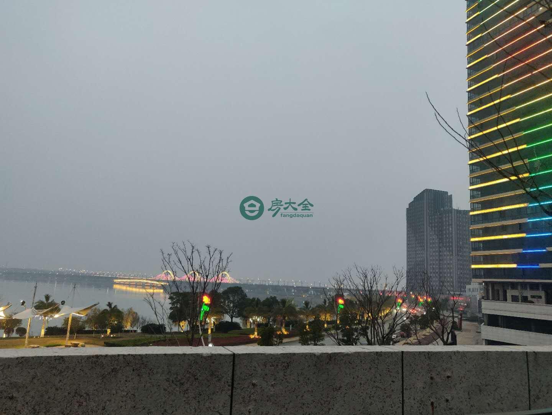 中奥广场的实景图